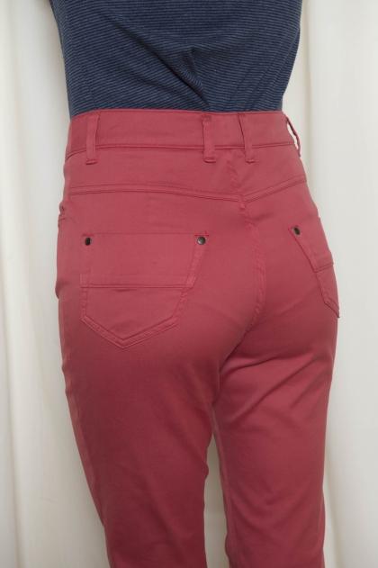 "Slim trouser pockets 5 "" stretch satin"" 66 % Cotton 31 % Polyamide 3 % Spandex"