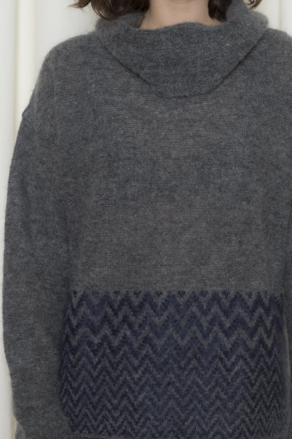 Pull col roulé fantaisie 70% super kid mohair 25% polyamide 5% laine extrafine