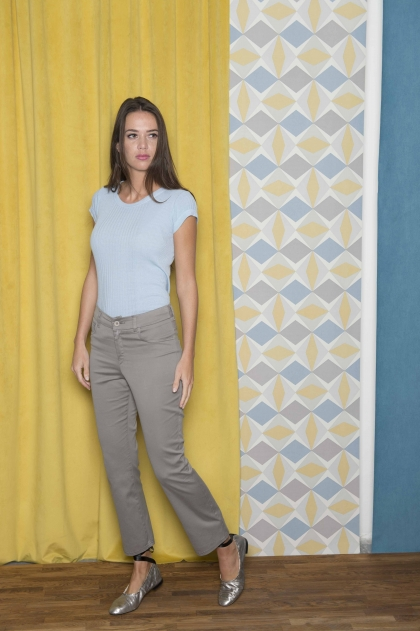 "Short pants in ""satin strech"" 66% Cotton 31% polyamide 3% Elastane"