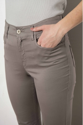 """Pantalon slim  5 poches en """"satin strech"""" 66% Coton 31% polyamide 3% Elasthanne"""