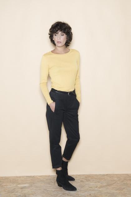 Pantalon court gabardine stretch 93% coton 6% laine 1% elasthanne