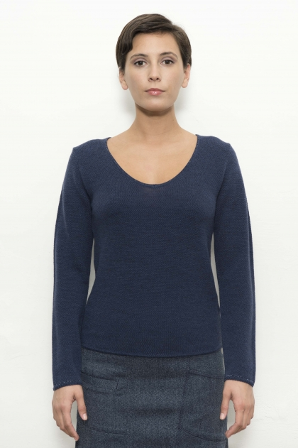 V-neck sweater with lurex trim and neckline 100% extrafine merino wool