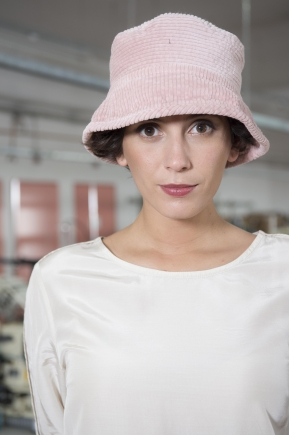 Stretch Velvet hat with stretch ribs 80% COTTON 18% POLYAMIDE 2% ELASTANE