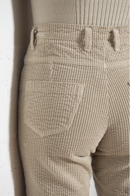 Pantalon Velours  fines côtes stretch 80% COTON 18 % POLYAMIDE 2% ÉLASTHANNE