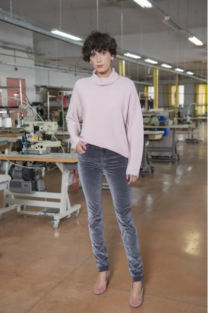 Pantalon 5  poches  Velours  «changeant» fines côtes 60% COTON 38% ACRYLIQUE 2% ÉLASTOMÈRE