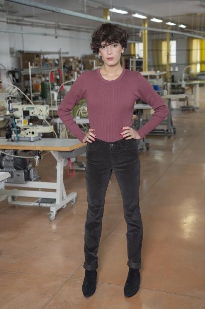 Pantalon 5 poches velours  fines côtes stretch 80% coton 18% polyamide 2% élasthanne