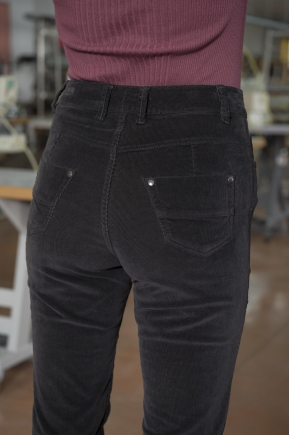 Velvet pants with stretch ribs 80% cotton 18% polyamide 2% elastane