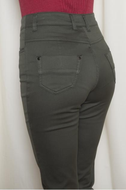 "5-pocket slim trousers in ""stretch satin"" 66% Cotton 31% polyamide 3% Elastane"