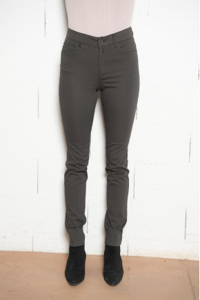 """Pantalon 5 poches en """"satin stretch"""" 66% coton 31% polyamide 3% élasthanne"""