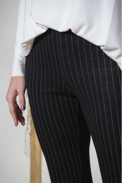 Pantalon rayé 64%  Polyester  34% Viscose (Lurex) 2% Elasthanne