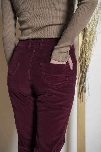 Velvet pants with stretch ribs 80% cotton 18% polyamide 2% elastane