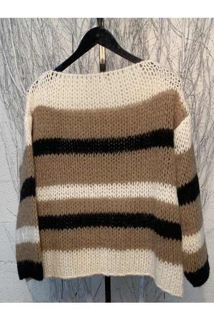 Pull 42% Polyamide 30% Polyester 14% Mohair 14% Laine