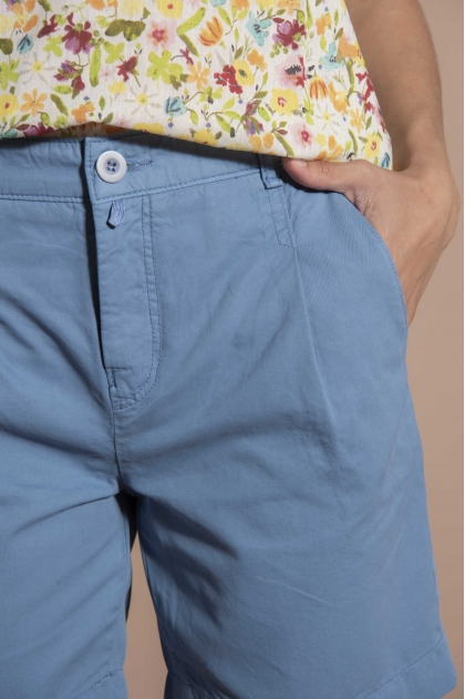 Shorts in Fine gabardine used 100% Cotton
