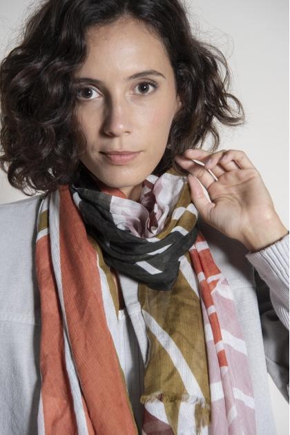 100 x 180 cm scarf 75% silk 25% cashmere