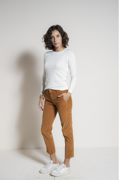 Short velvet velvet pants with fine stretch rib 80% cotton 18% polyamide 2% elastane
