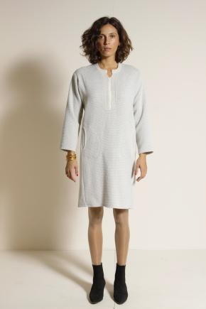 Robe 43% Laine Vierge 47% Viscose 10% Polyester