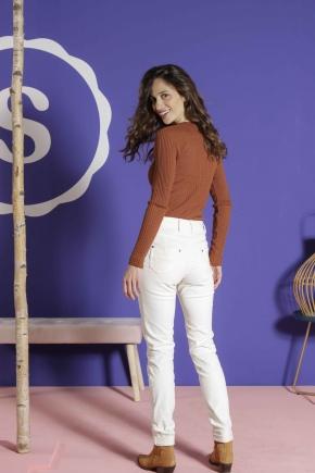 "5-pocket slim pants in ""satin strech"" 67% Cotton 31% polyamide 2% Elastane"